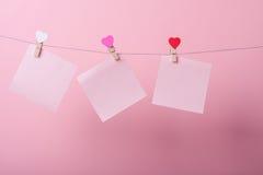 Folhas de papel na linha Imagens de Stock Royalty Free