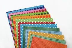 Folhas de papel scrapbooking coloridas Fotografia de Stock