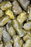 Folhas de uva enchida com arroz, dolmadakia Imagem de Stock