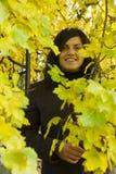 Folhas do sorriso e de outono da menina Imagens de Stock Royalty Free