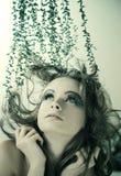 Folhas do verde no cabelo Fotografia de Stock