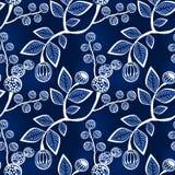 Folhas e bagas sem emenda do azul em ramos Fotografia de Stock Royalty Free