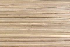 Folhas empilhadas da madeira compensada em uma loja dos materiais de construção foto de stock