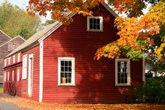 Folhas vermelhas do vermelho do celeiro Fotografia de Stock Royalty Free