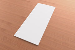 Folheto dobrável em três partes vazio no fundo de madeira Fotografia de Stock