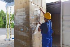 Folie auf den Paketen Stockbilder