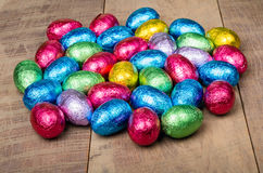 In folie verpakte chocoladePaaseieren stock fotografie