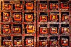 Folioarker av gamla manuskript i buddistisk kloster arkivfoton