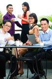 Folk av asiatiskt idérikt eller annonsbyrå Fotografering för Bildbyråer