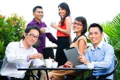 Folk av asiatiskt idérikt eller annonsbyrå Arkivfoton