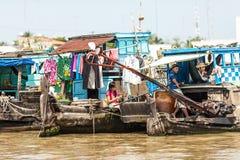Folk av den Mekong deltan, Cai Be, Vietnam Royaltyfria Bilder