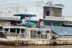 Folk av den Mekong deltan, Cai Be, Vietnam Royaltyfri Fotografi