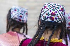 Folk dansare utför traditionell dans på lokala festivaler i Kh arkivfoto