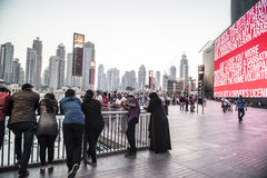 Folk Dubai i stadens centrum 2015 Royaltyfri Fotografi
