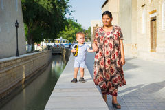 Folk i BUKHARA, UZBEKISTAN Royaltyfri Foto