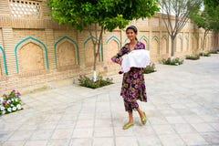 Folk i BUKHARA, UZBEKISTAN Arkivbilder