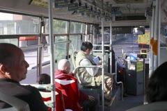 Folk i buss Arkivbild