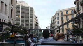 Folk i bussen lager videofilmer