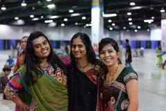 Folk i Chicago som tycker om garba för diwali i Donald E Stephens Convention Center Fotografering för Bildbyråer