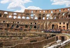 Folk i Colosseumen i Rome, Italien Fotografering för Bildbyråer