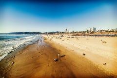 Folk i den Santa Monica kusten Arkivbilder