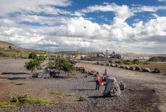Folk i den Tanzania byn Royaltyfri Fotografi