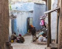 Folk i deras dagliga rutinmässiga aktiviteter som som nästan är oförändrade i mer än fyrahundra år Harar ethiopia Royaltyfria Foton