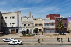 Folk i en gata av staden av El Jadida i den atlantiska kusten av Marocko, Nordafrika Royaltyfria Foton