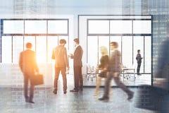 Folk i en modern kontorslobby Fotografering för Bildbyråer