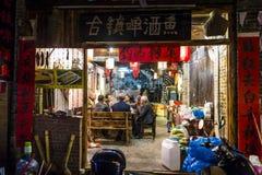 Folk i en restaurang, Guangxi landskap, Kina arkivbilder