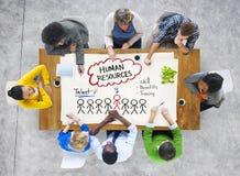 Folk i ett möte och ett personalresursbegrepp Arkivfoto