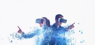 Folk i faktiska exponeringsglas VR royaltyfri illustrationer
