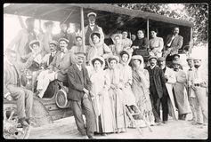 Folk i gammalt fotografi för buss Arkivbilder