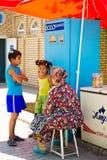Folk i KHIVA, UZBEKISTAN Royaltyfria Bilder