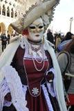 Folk i lyxig dräkt på Venedig, Italien Februari ` 13 Royaltyfria Bilder