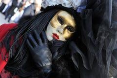 Folk i lyxig dräkt på Venedig, Italien Februari ` 13 Royaltyfri Bild