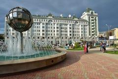 Folk i mitten av Novosibirsk, Ryssland Royaltyfri Foto