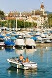 Folk i motoriskt fartyg på marina i sjöGenève Lausanne Royaltyfri Foto