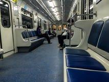 Folk i nästan tom tunnelbana royaltyfri fotografi