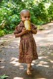Folk i OMO, ETIOPIEN Arkivbild