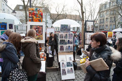 Folk i paris Arkivfoto