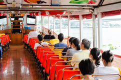 Folk i passagerarefartyget Arkivfoto