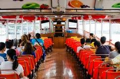 Folk i passagerarefartyget Arkivbild