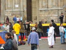 Folk i protest i Bogota, Colombia Arkivbild