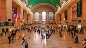 Folk i rörande på den Grand Central stationen, NYC lager videofilmer