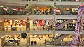 Folk i shoppinggallerian