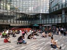 Folk i shoppinggallerien, Beijing Royaltyfria Bilder