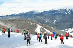Folk i skidasemesterorten Arkivbilder