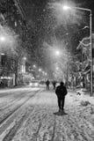 Folk i snöig vinter Royaltyfria Bilder