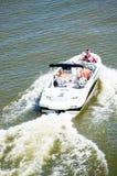Folk i snabb motorbåt Royaltyfri Bild
